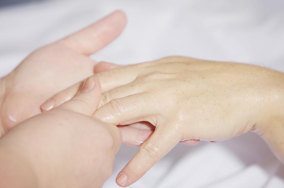 hand-massage-2133272_960_720